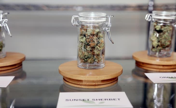 cannabis sales in Illinois